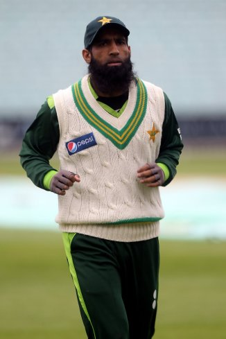 Mohammad Yousuf angry with Pakistan Cricket Board for letting the Pakistan players stay with their families ahead of their World Cup clash against India cricket