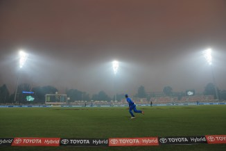 Smoke from a bushfire led to the Big Bash League BBL match between the Adelaide Strikers and Sydney Thunder being abandoned cricket