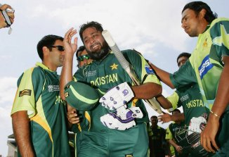Vinod Kambli reveals why Inzamam-ul-Haq tried to attack a fan with a bat India Pakistan cricket