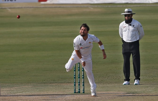 Pakistan spinner Yasir Shah said he speaks to Shane Warne and Saqlain Mushtaq about his bowling