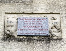 Old entrance and plaque to the siege.