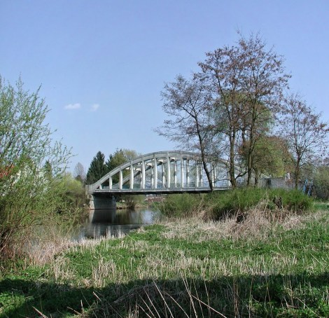 Old Road bridge (now closed to traffic)
