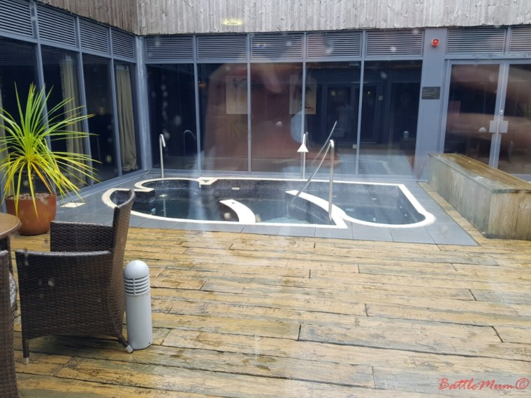 mid-week stay at bluestone - well spa plunge pool
