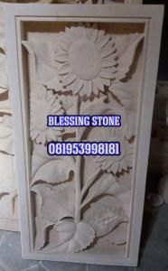 Relief Bunga Matahari Batu Paras