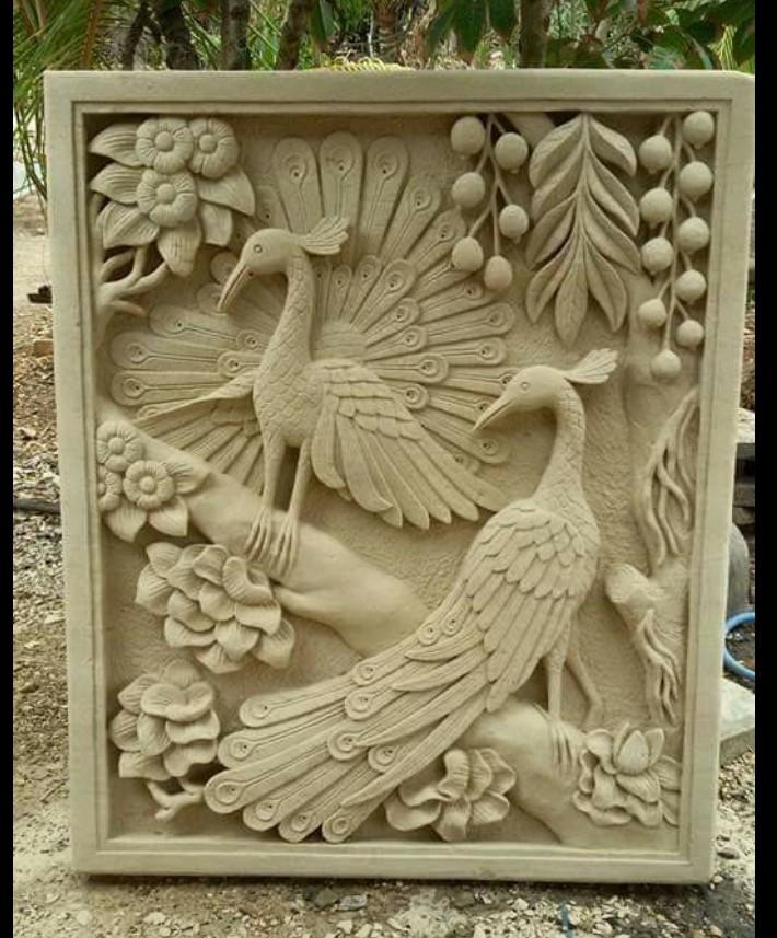 batu paras ukir relief burung merak