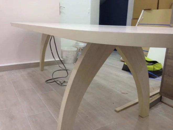 Table en bois sur mesure pieds biseautés artisan paris