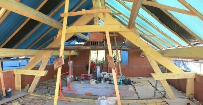 Surélévation-maison-charpente-bois-toiture