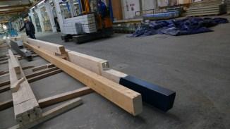 Fertigung - zugeschnittene Holzbalken