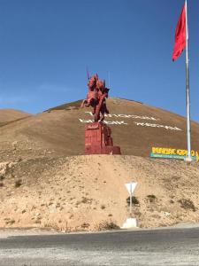 Monumente in beeindruckender Landschaft