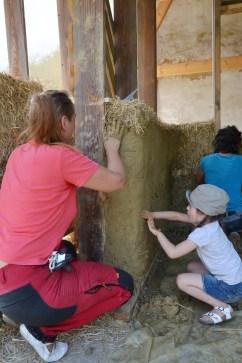Workshop-2017-08-strawbale-clay-tadelakt45