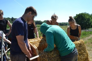 ecotopia-2018-strawbale-workshop-22