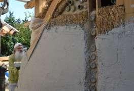 Gräfix Pajalith Kalkputz auf Strohballen