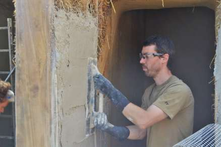 step-5-2020-lime-plaster-on-straw-bale-66