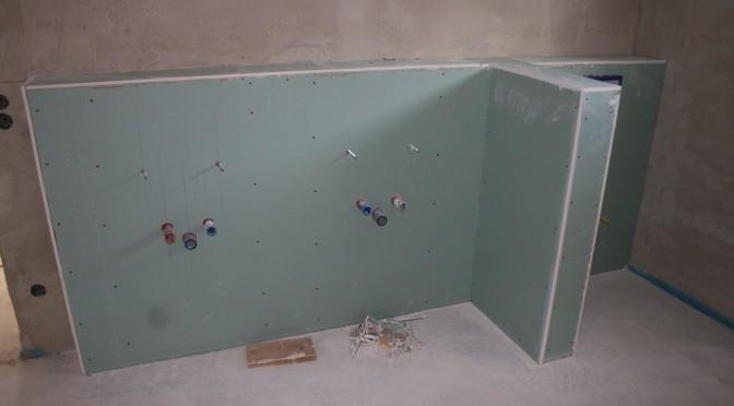 Die Abmauerungen in Badezimmer und GsteWC sind vorbereitet  Bautagebuch Nandlstadt