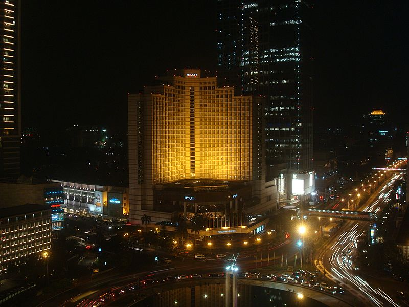 Jakarta_at_night_Java16