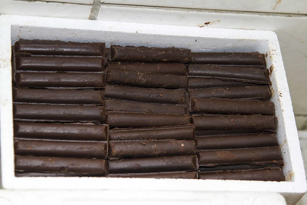 des-ba%cc%82tonne-de-chocolat_baudouin-mouanda