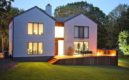 Bei der Planung eines neuen Hauses oder bei einer Modernisierung sollte man nicht an der Installation von Elektro- und Kommunikationsanschlüssen sparen.