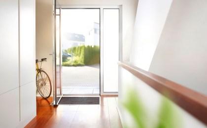 Schließsysteme mit Automatikfunktion an einer Haustür