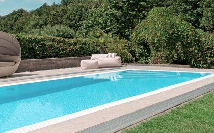 Ein Pool im Garten