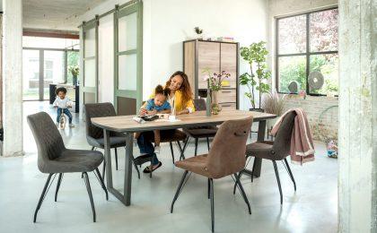 Esszimmertisch mit Tischplatte aus HPL