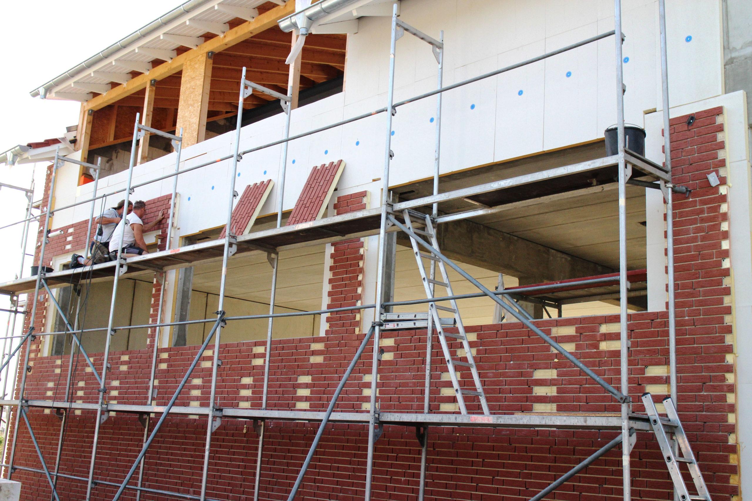 Vorgefertigte Klinkerelemente für die Fassade