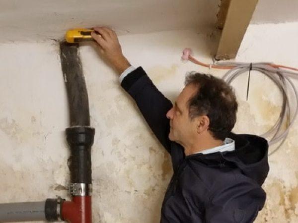 Feuchtemessung im Keller an der Decke Rohre undicht?