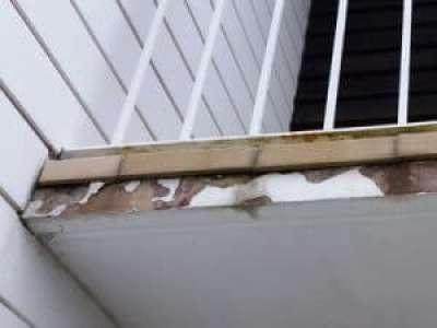 Putzabplatzung Balkon Ausblühungen