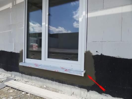 Bausachverständiger, Bausachverstaendiger, Kontrolle Fenstereinbau auf der Baustelle