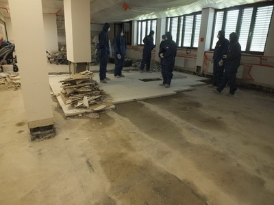 Versicherungsgutachten Fußboden komplett raus nach Wasser eindringen