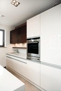 kuchnia-nowoczesna-biała-pełny-połysk-meble-kuchenne-baum-centrum