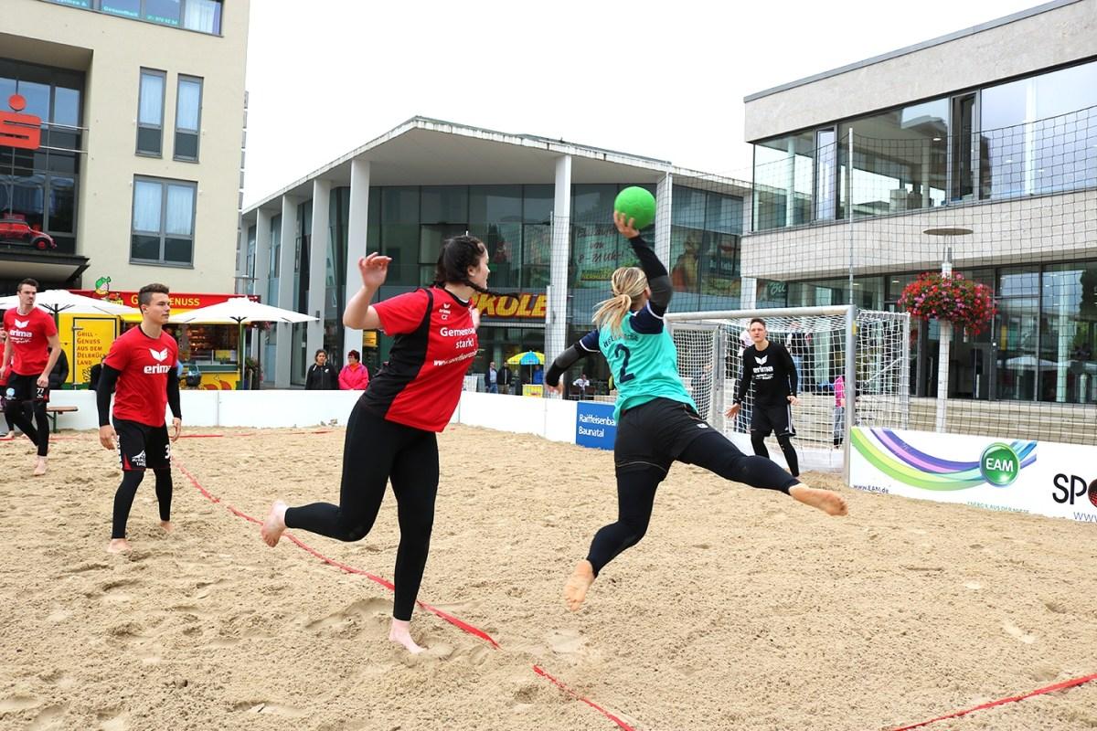 """Beachhandball Turniere bei """"Summer in the City"""" letztes Wochenende waren ein schönes Event, das Wetter eher nicht."""
