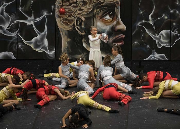 Glitzernde Kostüme, fliegende Beine und strahlende Gesichter bei den Baunataler Tanztagen