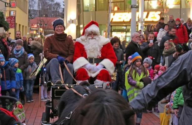 Nikolausmarkt Baunatal, Weihnachtsmarkt Baunatal, Wann kommt der Nikolaus mit Kutsche