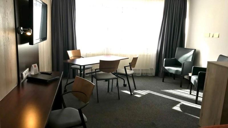 Zu Hause zu eng? Hotel Ambassador Baunatal bietet Homeoffice Hotelzimmer an.