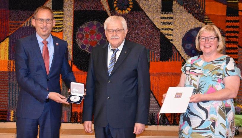 Sozialminister Kai Klose, Bürgermeisterin Silke Engler, Hans-Jürgen Becker