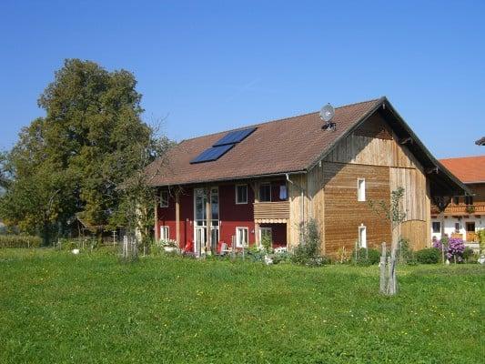 Umbau einer Scheune zum Wohnhaus in Niederbayern Geneigtes Dach