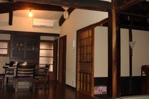 大黒柱と梁 京都府亀岡市の改装工事 設計から監理まで 江戸時代の建物 デザインはBAUS工藝社 工事中は耐震補強工事も施工
