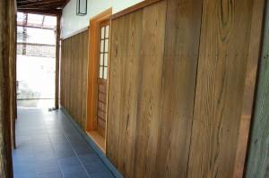 皆折クギと無垢板の壁 デザイン 設計監理 店舗 京都