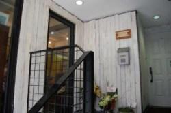 美容院 京都市内の店舗からの移動 手作り感のあるデザインの内装です 改装の際にはオーナー自ら工事に参加