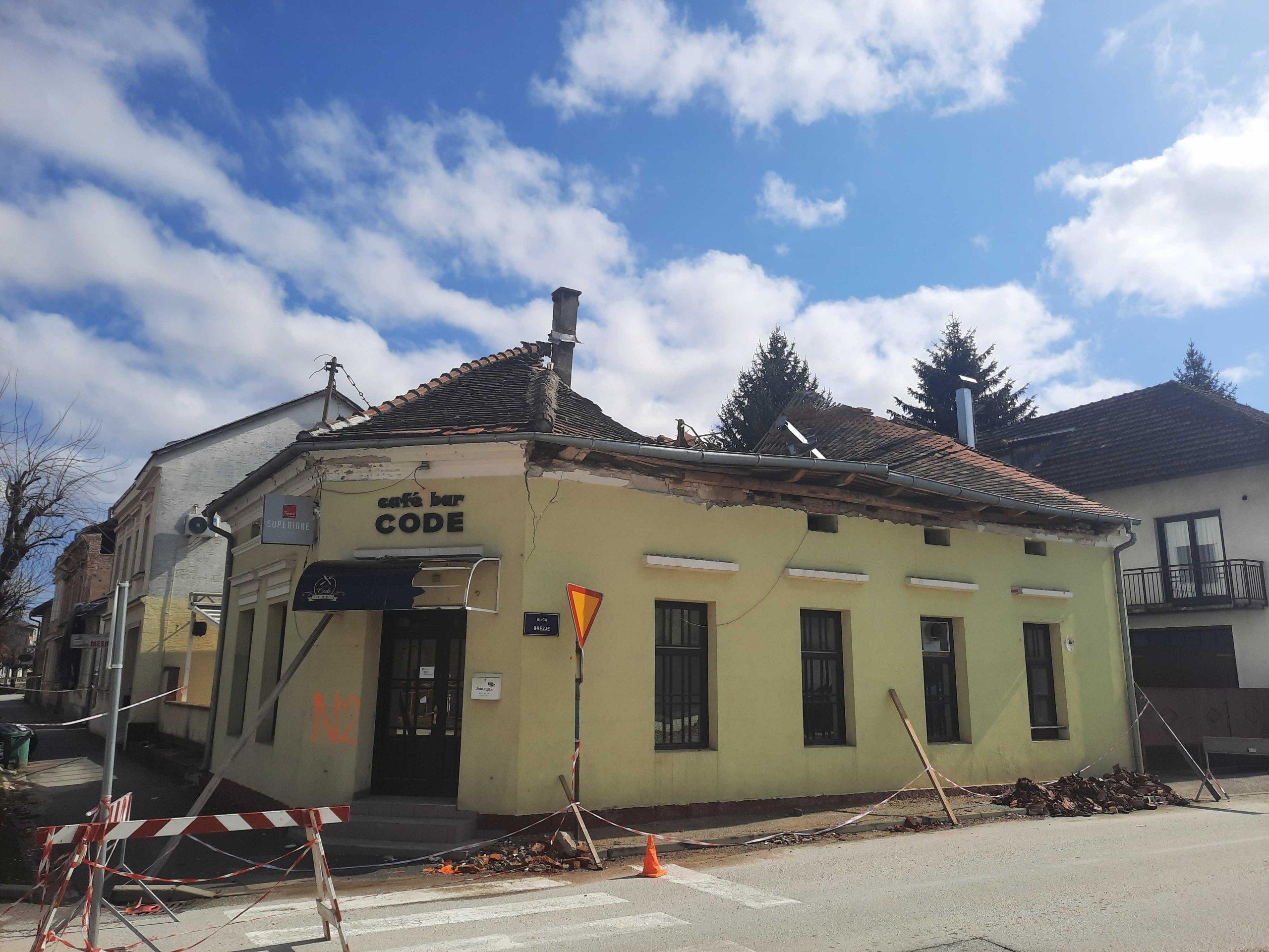 Prosvjed građevinara s Banovine: Kažu da im ne daju raditi na obnovi