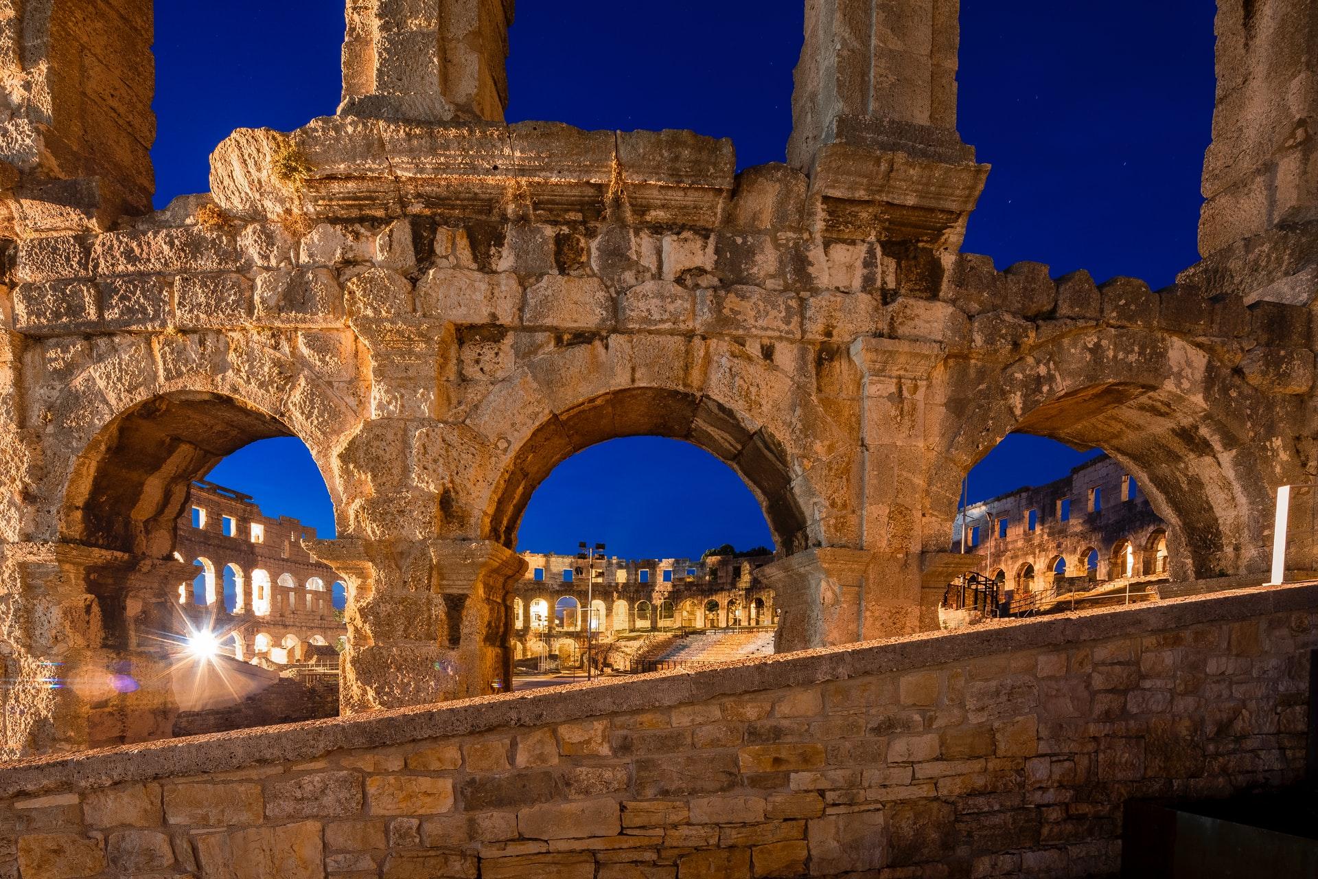 [FOTO] Znate li od kojeg je materijala izgrađen najpoznatiji antički spomenik u Puli?