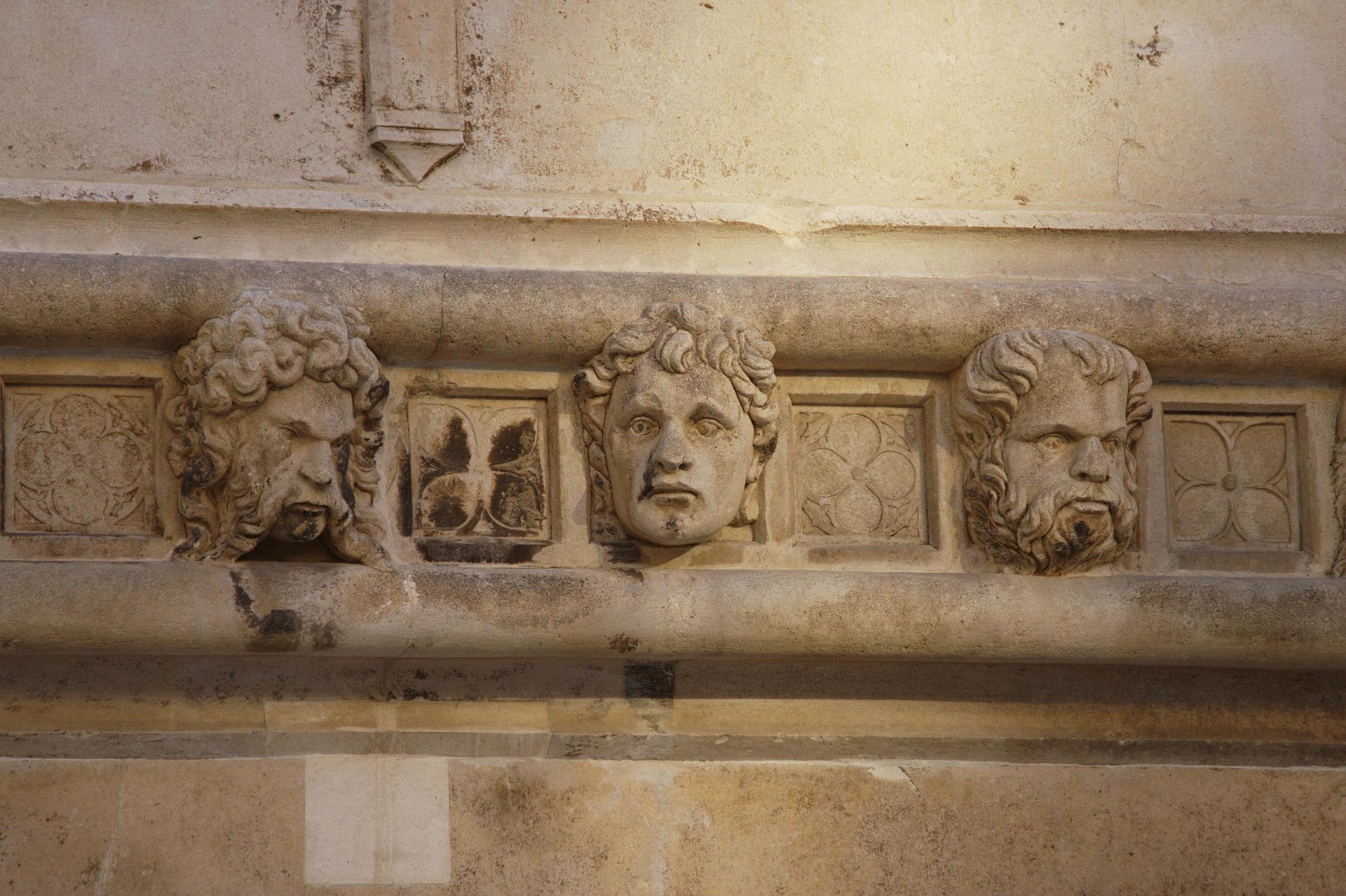 [FOTO] Znate li koliko je glava isklesano na šibenskoj katedrali?