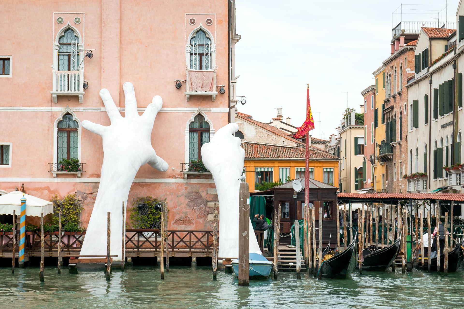 [FOTO] Monumentalna skulptura tema je mnogih razgovora, a njena simbolika nikada nije bila aktualnija