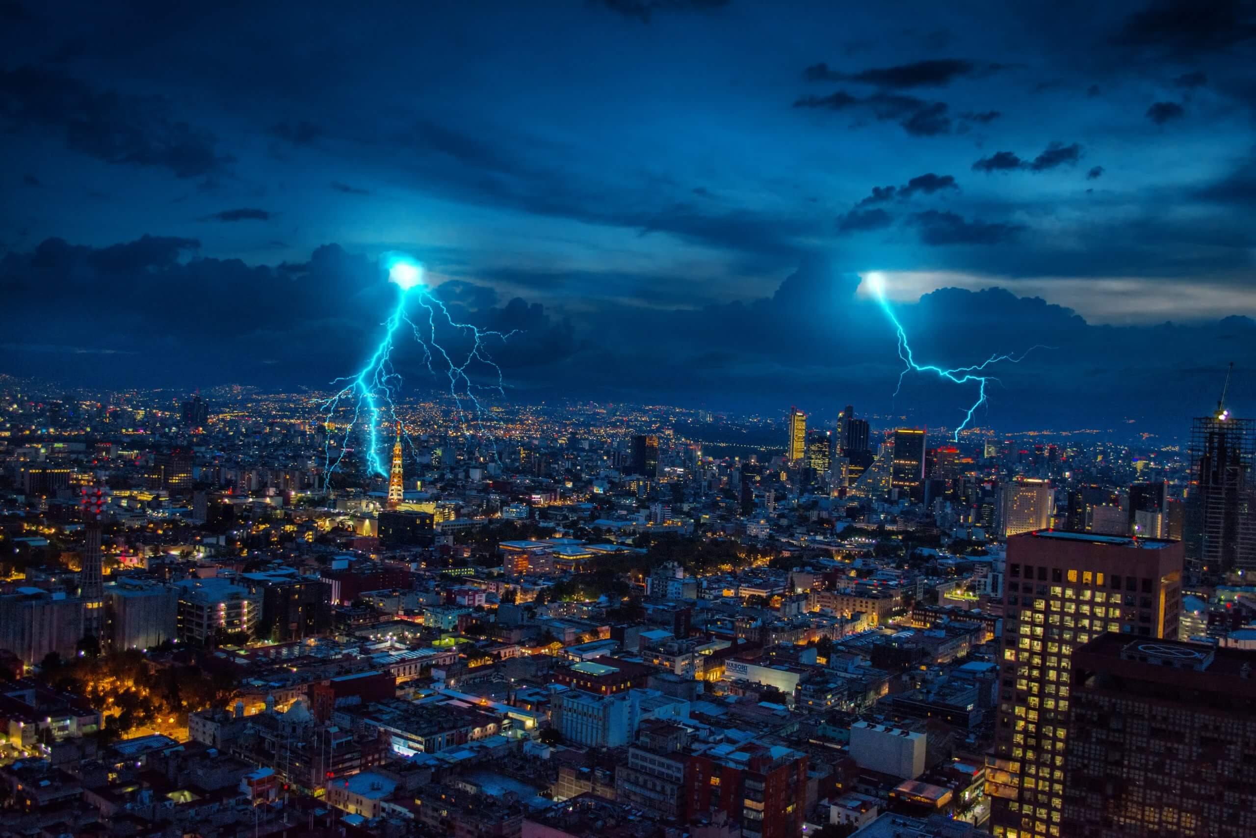 Koja je razlika između zgrade s gromobranom i bez, u trenutku udara munje?