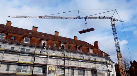 Die Balkone fliegen ein.