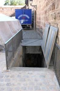 Zugang im Waffenhof