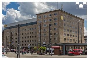 Der 'Kopfbau' mit Nebengebäude