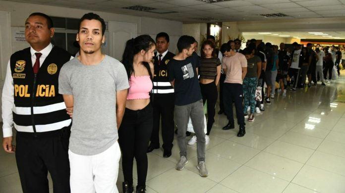 Expulsan 131 venezolanos con antecedentes de Perú