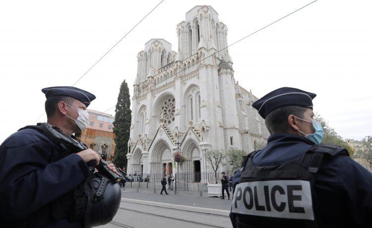 Atentado islamista deja tres muertos en iglesia católica de Niza, Francia