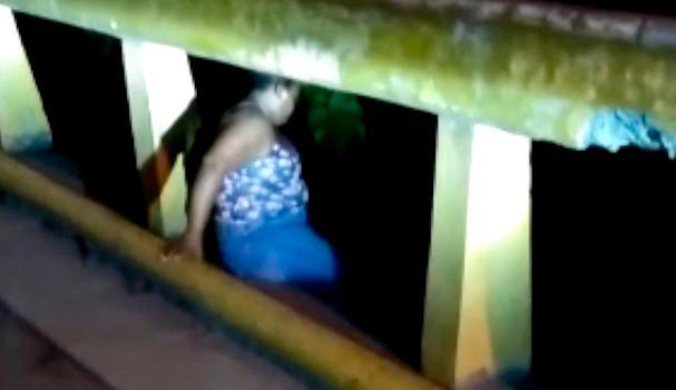 (VÍDEO): PN salva a mujer que intentó lanzarse de un puente en La Vega